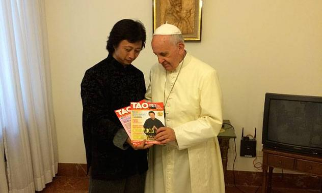 https://www.lumendelumine.cz/uploads/images/Francesco/medico-chino-papa-francisco-.jpg